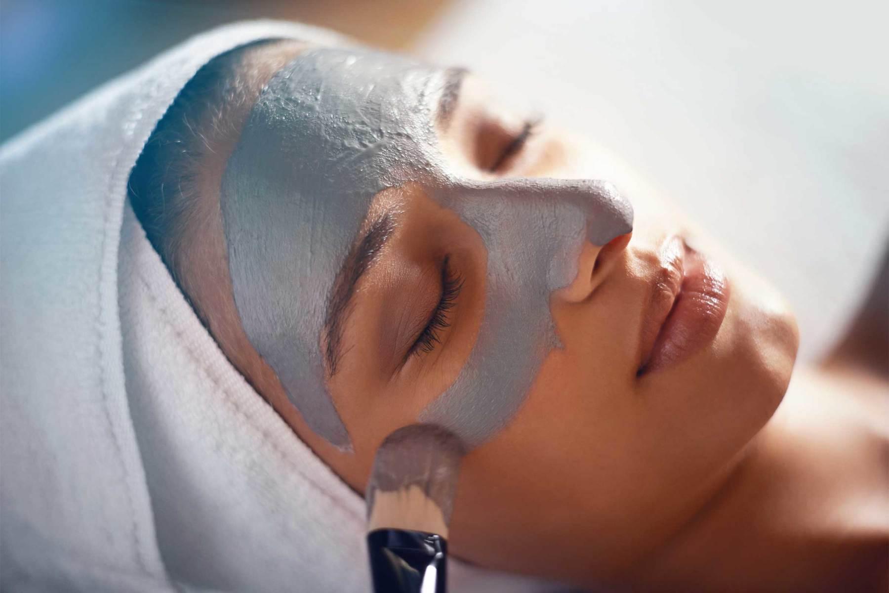 A woman in Dallas recieving a luxurious facial treatment